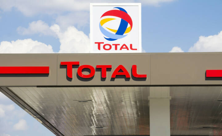 Total, Benzin, Öl, Tankstelle <a href=http://www.shutterstock.com/gallery-869878p1.html?cr=00&pl=edit-00>M DOGAN</a> / <a href=http://www.shutterstock.com/editorial?cr=00&pl=edit-00>Shutterstock.com</a>