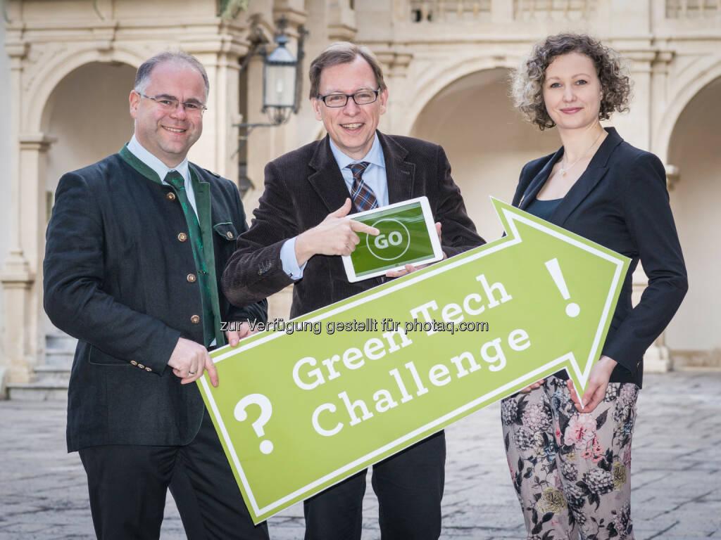 Andreas Zottler (Vogel&Noot), LR Christian Buchmann, Silke Heiss: - Umwelttechnik Cluster GmbH: Green Tech Challenge 2015 – Studierende entwickeln die grünen Innovationen von übermorgen, © Aussender (16.02.2015)