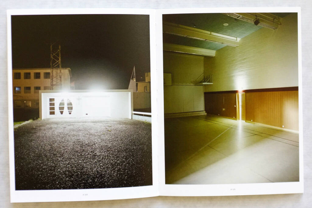 Rafal Milach - In the Car with R (2011), 200-450 Euro, http://josefchladek.com/book/rafal_milach_-_in_the_car_with_r (22.02.2015)