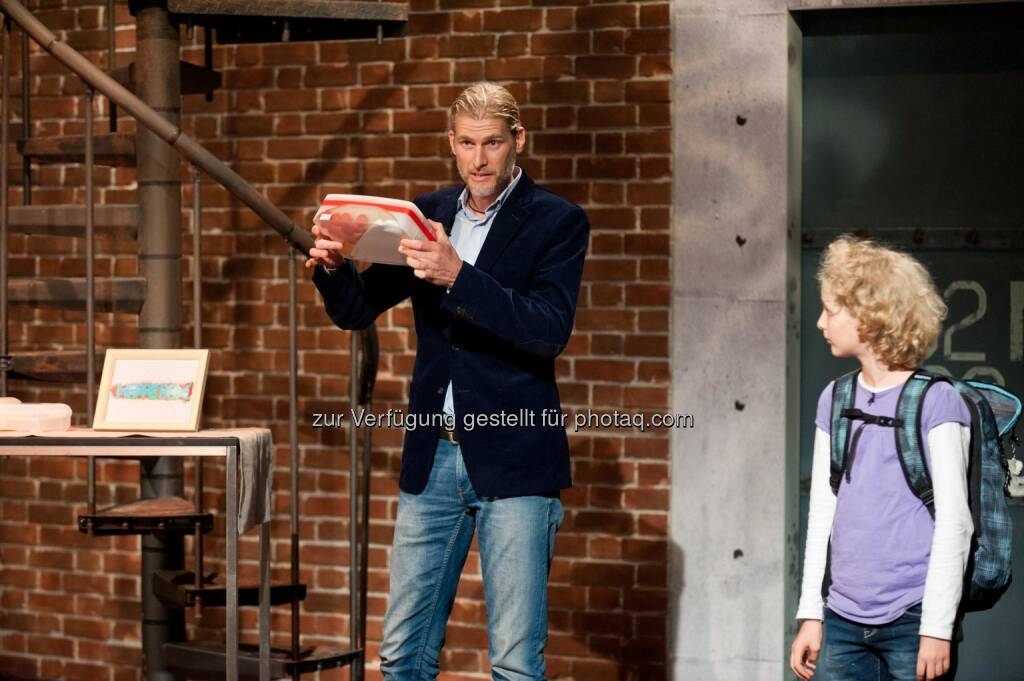 Querdenker-Gewinner Gerwin Hoppe pitcht gemeinsam mit seiner Tochter um ein Investment (C) Nick Albert, © Puls 4 (24.02.2015)