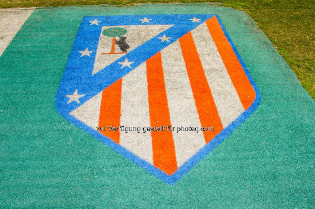 Atletico Madrid, Fussball, Logo, Emblem, Rasen, <a href=http://www.shutterstock.com/gallery-1070501p1.html?cr=00&pl=edit-00>Anton_Ivanov</a> / <a href=http://www.shutterstock.com/editorial?cr=00&pl=edit-00>Shutterstock.com</a>, Anton_Ivanov / Shutterstock.com, © www.shutterstock.com (25.02.2015)