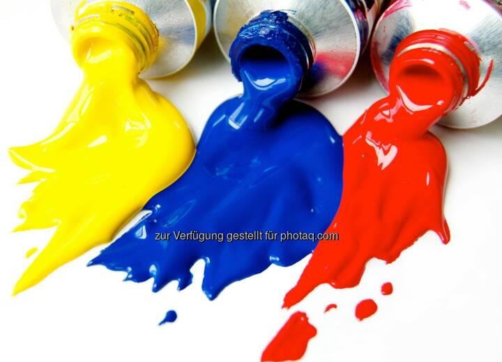Farben gelb blau rot schütten