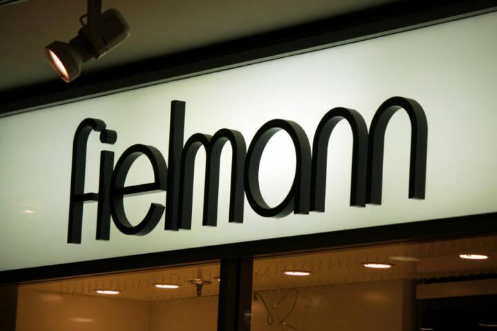 Fielmann, Optik, <a href=http://www.shutterstock.com/gallery-320989p1.html?cr=00&pl=edit-00>360b</a> / <a href=http://www.shutterstock.com/editorial?cr=00&pl=edit-00>Shutterstock.com</a>, 360b / Shutterstock.com
