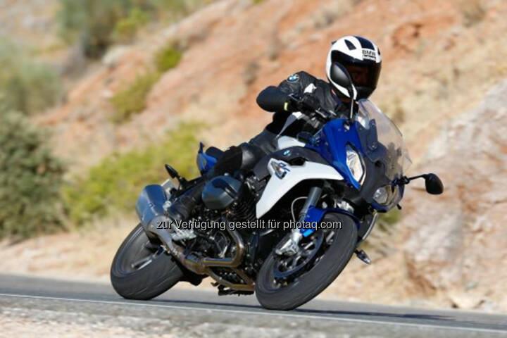 """BMW Motorrad siegt in vier von sieben Kategorien und feiert insgesamt zehn Podestplätze bei der Leserwahl zum """"Motorrad des  Jahres 2015"""" von Motorrad."""