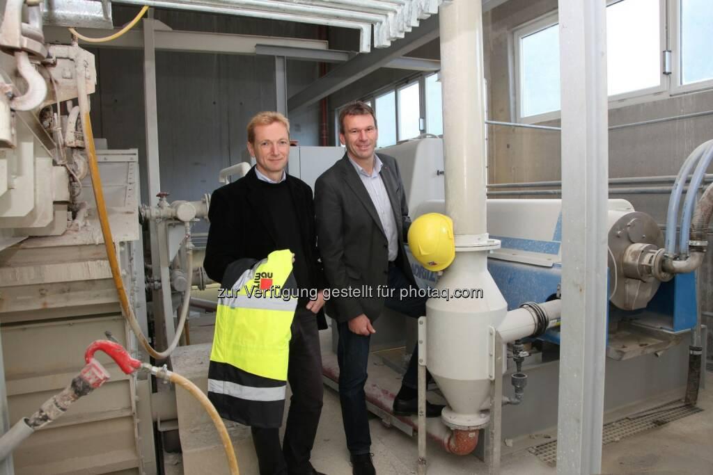 Geschäftsführer der Baumit Bad Ischl GmbH, Stephan Giesbergenund Wilhelm Struber: Baumit: Umweltinvestition spart jährlich 80 Millionen Liter Trinkwasser, © Aussender (04.03.2015)