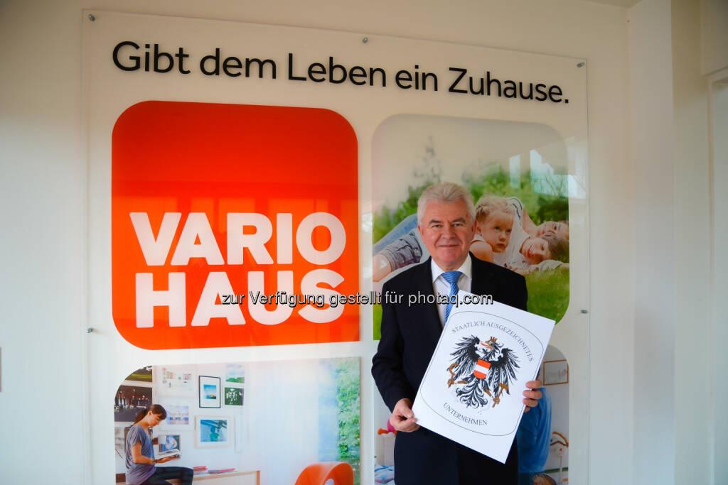 Josef Gruber, Geschäftsführer Vario-Bau: Vario-Bau erhält Bundeswappen für außerordentliche Leistungen, © Aussendung (05.03.2015)