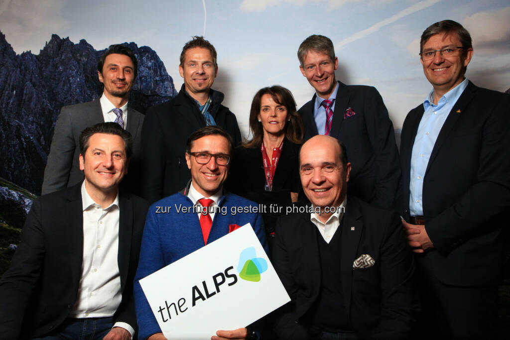 Maurizio Rossini (Trentino Turismo), Josef Margreiter (Tirol Werbung), Gaudenz Thoma (Graubünden Ferien), Marco Pappalardo (Südtirol Marketing), Harry John (BE! Tourism), Uli Rubner (Südtirol Marketing), Marcel Perren (Luzern - Vierwaldstättersee), Damian Constantin ( Valais Promotion) Nicht im Bild: Marc Bechet (Rhone Alpes Tourisme): theAlps: AlpNet: Der Alpentourismus bündelt seine Kräfte, © Aussender (05.03.2015)