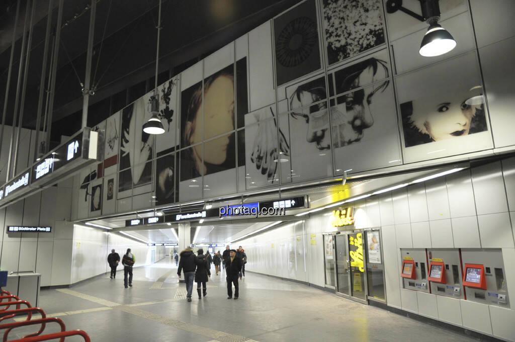 Franz Graf: SUED - U-Bahn Station Südtirolerplatz (17.02.2013)