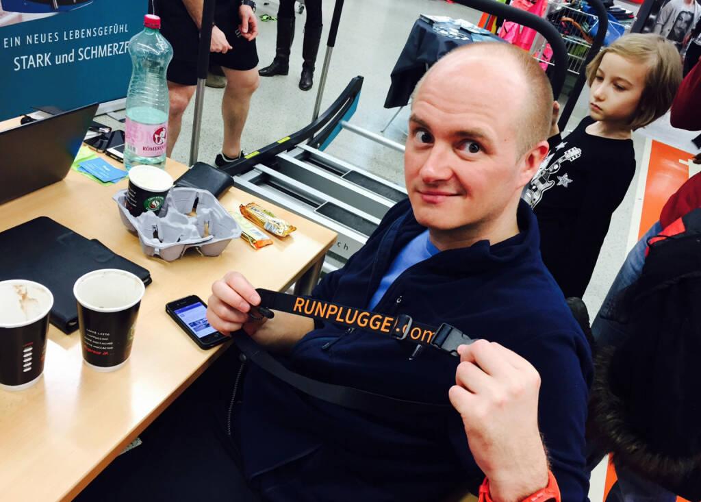 Markus Steinacher, CEO http://www.sport-oesterreich.at , mit dem Runplugged Laufgurt (15.03.2015)