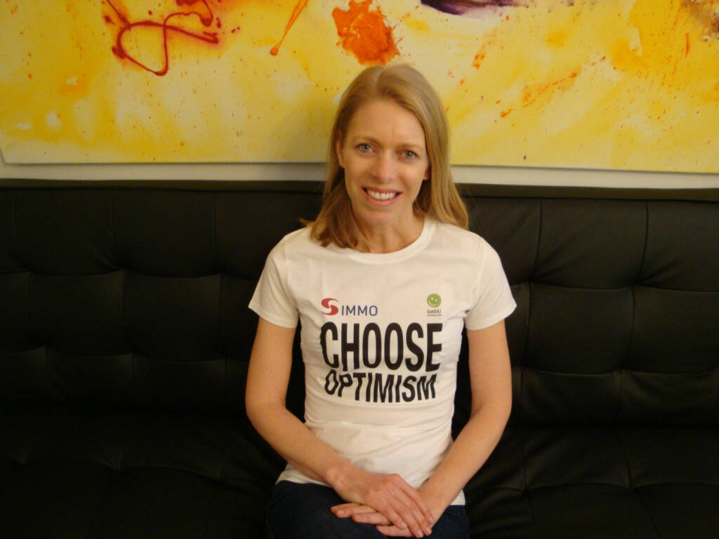 Dorothea Pritz (BrandensteinCOM) Choose Optimism, Shirt in der S Immo / Smeil-Edition, © Diverse Fotografen / Aktion wurde vom Börse Express 2014 an photaq/BSN übetragen (16.03.2015)