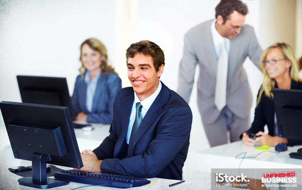 Mike Pancake and Dan Trunkman (Vince Vaughn) are supportive businessmen - Smiling business man sitting at his computer desk, iStock, Getty Images (16.03.2015)