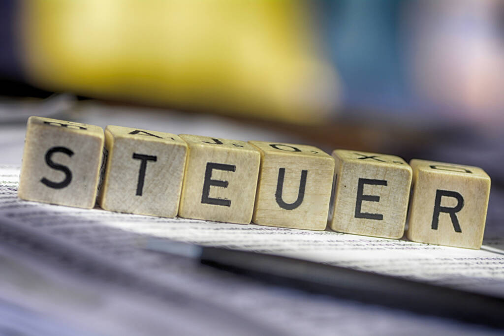 Steuer, Steuern, http://www.shutterstock.com/de/pic-180112499/stock-photo-german-word-for-taxes-steuern.html, © www.shutterstock.com (17.03.2015)
