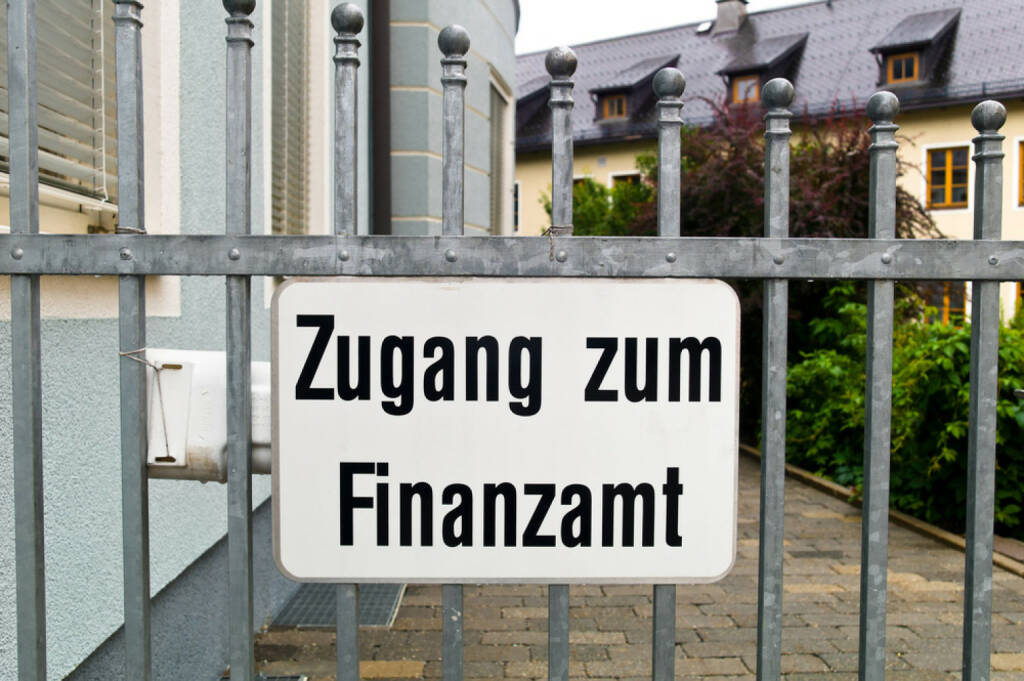 Zugang zum Finanzamt, Finanzamt, Steuer, Steuern, Steuerreform, http://www.shutterstock.com/de/pic-170406695/stock-photo-access-to-a-tax-office-is-blocked-by-a-gate.html, © www.shutterstock.com (17.03.2015)