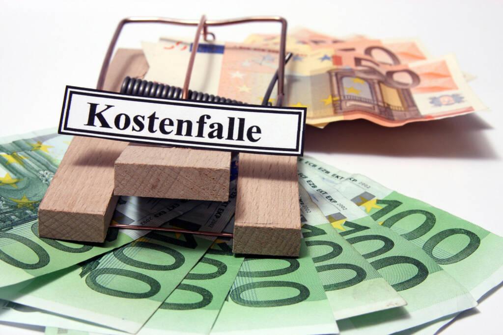 Kostenfalle, Steuer, Steuern, zahlen, Geld, Schulden, Ausgaben, Kosten, Budget, Falle, http://www.shutterstock.com/de/pic-201741215/stock-photo-money-with-a-trap-with-the-german-word-kostenfalle-translation-cost-trap.html, © www.shutterstock.com (17.03.2015)