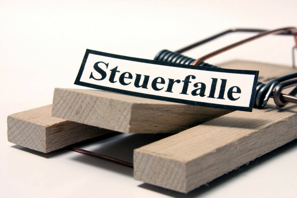 Steuerfalle, Kostenfalle, Steuern, Steuer, Falle, Ausgaben, Geld, Budget, http://www.shutterstock.com/de/pic-202847737/stock-photo-tax-trap-german-sign.html, © www.shutterstock.com (17.03.2015)