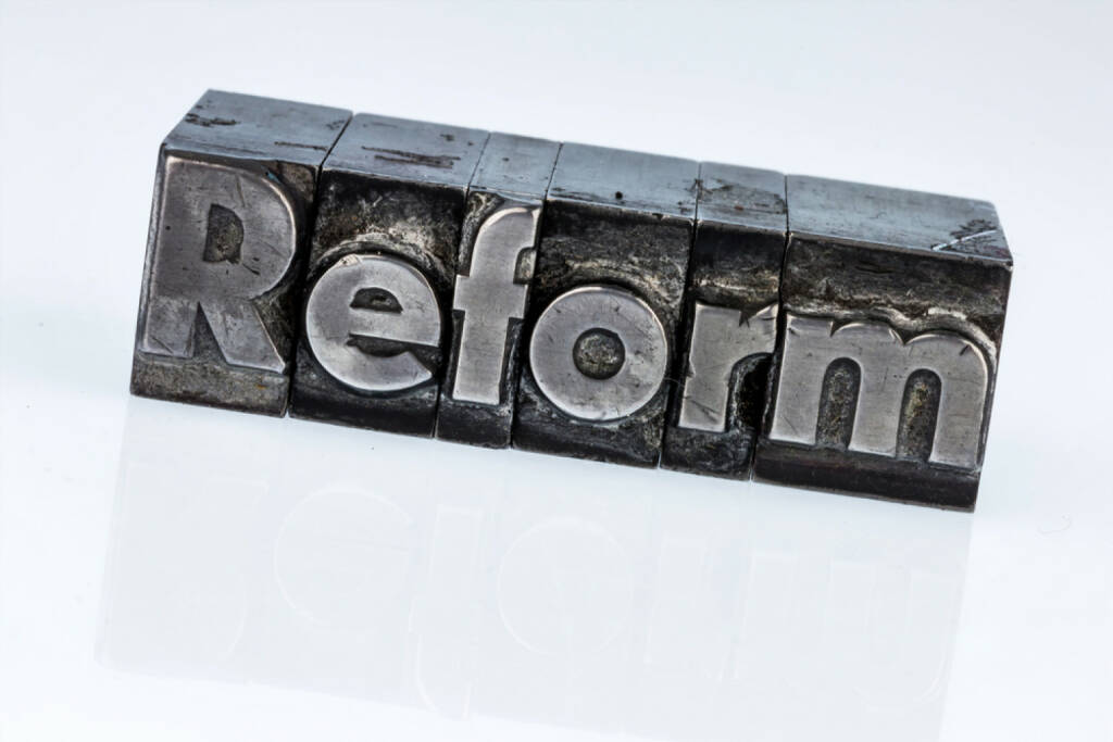 Reform, Steuererform, Steuer, Steuern, Ausgaben, Abgaben, http://www.shutterstock.com/de/pic-252796471/stock-photo-the-word-reform-in-lead-letters-written-photo-icon-for-quick-correspondence.html?, © www.shutterstock.com (17.03.2015)
