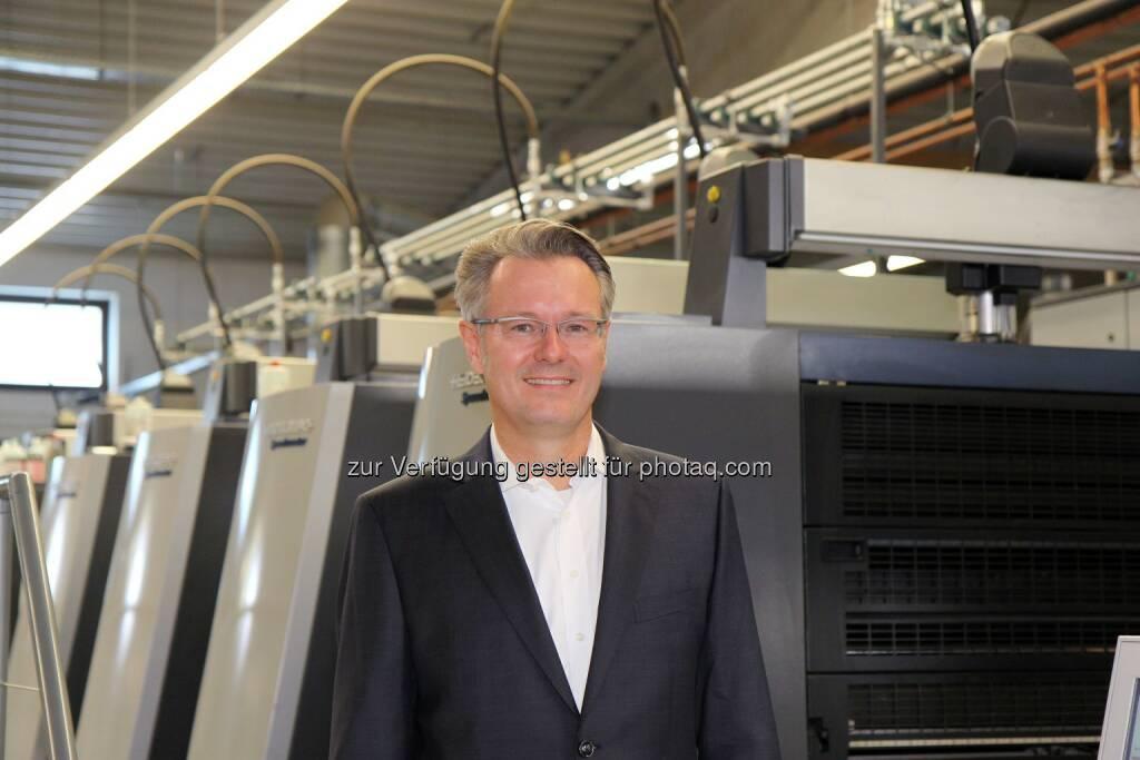 Michael Fries auf dem Podium des Online Print Symposium 2015 in München, © Aussender (18.03.2015)