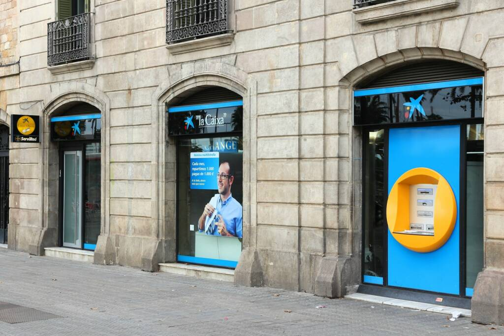 La Caixa bank, Filiale, Barcelona <a href=http://www.shutterstock.com/gallery-56934p1.html?cr=00&pl=edit-00>Tupungato</a> / <a href=http://www.shutterstock.com/editorial?cr=00&pl=edit-00>Shutterstock.com</a>, © www.shutterstock.com (19.03.2015)