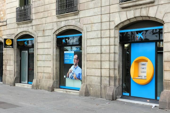 La Caixa bank, Filiale, Barcelona <a href=http://www.shutterstock.com/gallery-56934p1.html?cr=00&pl=edit-00>Tupungato</a> / <a href=http://www.shutterstock.com/editorial?cr=00&pl=edit-00>Shutterstock.com</a>