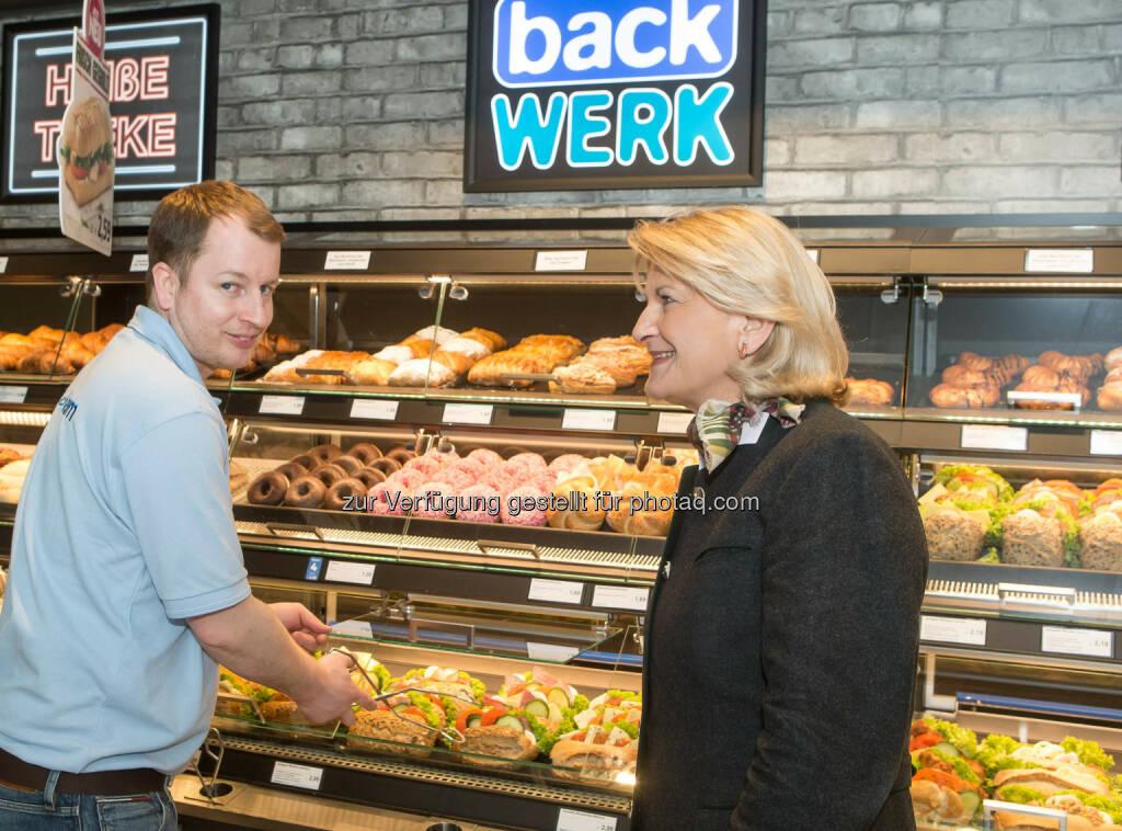 Ingrid Dubowy, Geschäftsführerin von BackWerk Österreich, eröffnete den neuen Shop in Wien-Simmering gemeinsam mit ihrem Franchise-Partner Stefan Toth: BackWerk eröffnet zwölften Standort in Wien, © Aussender (19.03.2015)
