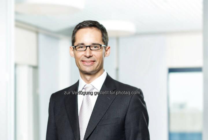 Der Aufsichtsrat der Lenzing AG hat Stefan Doboczky (47) zum neuen Vorstandsvorsitzenden des Unternehmens bestellt. Doboczky wird sein Amt mit 01.06.2015 übernehmen. Er folgt auf Peter Untersperger, der seine Funktion als CEO zum 31.05.2015 auf eigenen Wunsch vorzeitig niederlegt