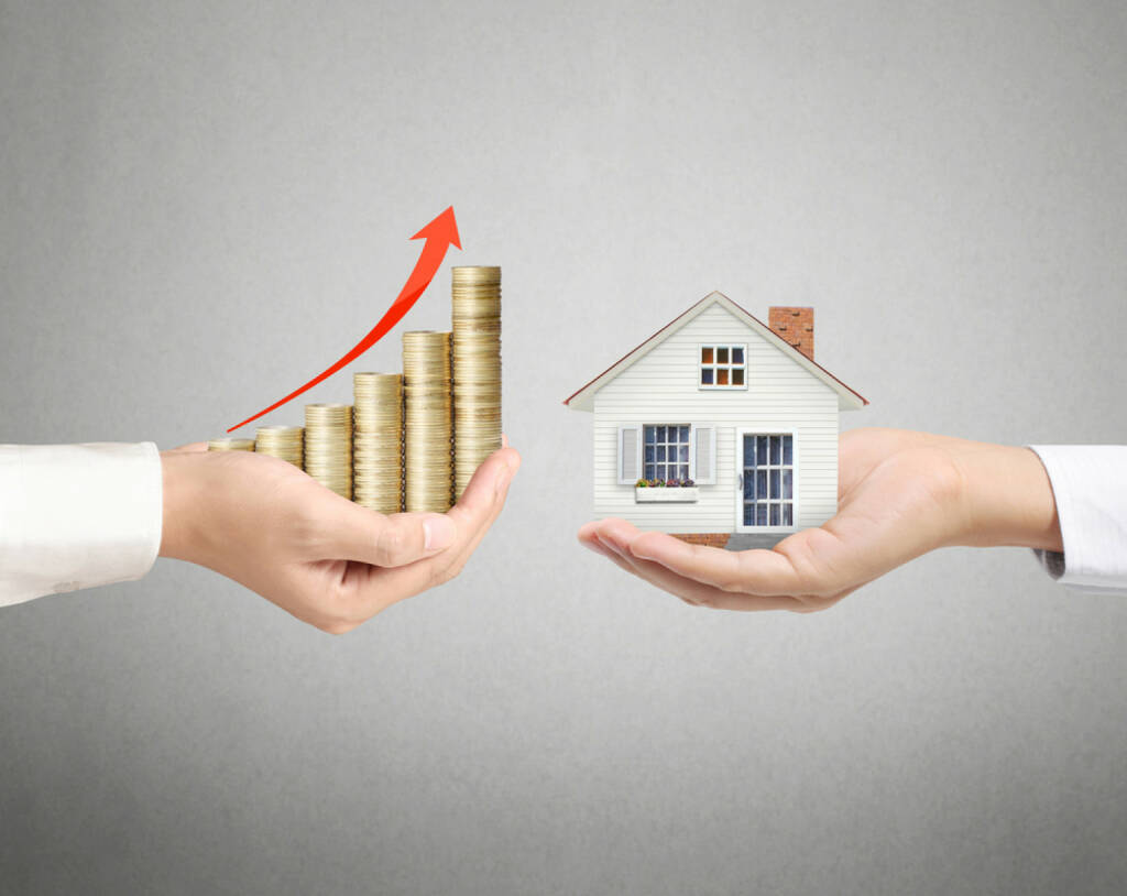 Haus, Besitz, Wert, Wertsteigerung, Kredit, zahlen, Darlehen, Steigerung, Hauskauf, Verkauf, http://www.shutterstock.com/de/pic-181820717/stock-photo-holding-house-representing-home-ownership-and-the-real-estate-business.html (21.03.2015)