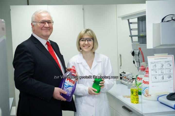 Alfred Smyrek (Werksleiter Wien) und Olga Pogodina (R&D): Henkel Central Eastern Europe: Henkel gewinnt Umweltpreis der Stadt Wien