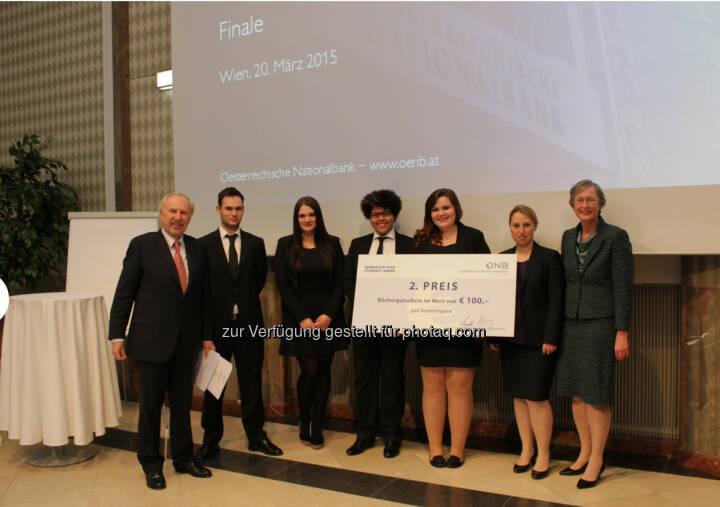 OeNB-Gouverneur Ewald Nowotny mit dem Team MC Projekt der HAK Bruck/Leitha, 2. Platz beim OeNB/EZB-Schulwettbewerb