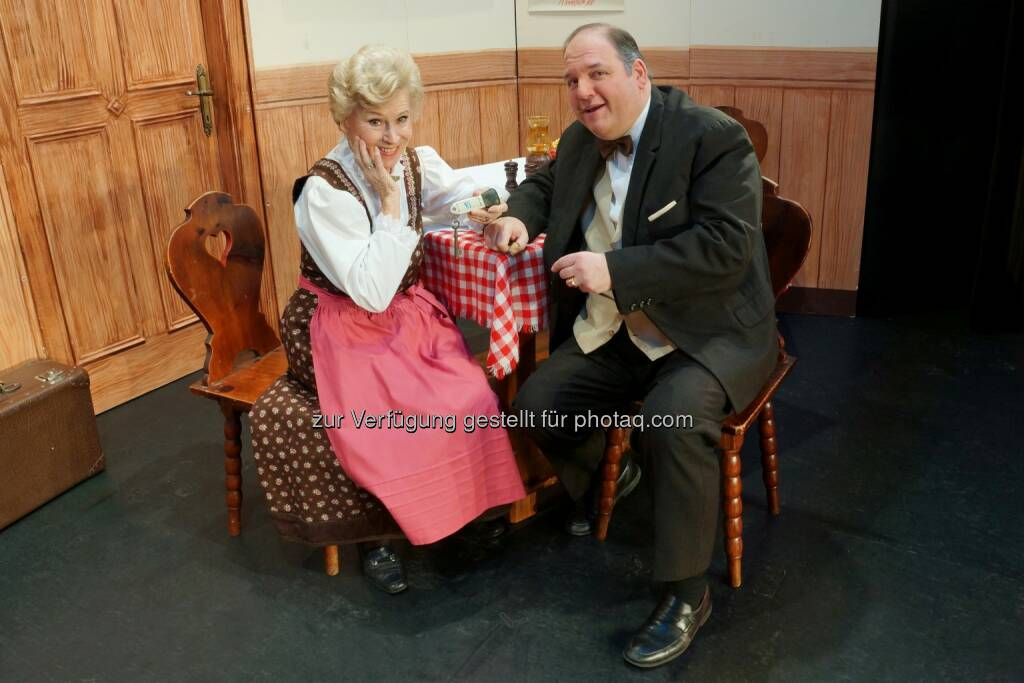 """Waltraut Haas, Gerald Pichowetz: Gloria Theater Betriebs GesmbH: Waltraut Haas probt wieder """"Der alte Herr Kanzleirat"""", © Aussendung (23.03.2015)"""