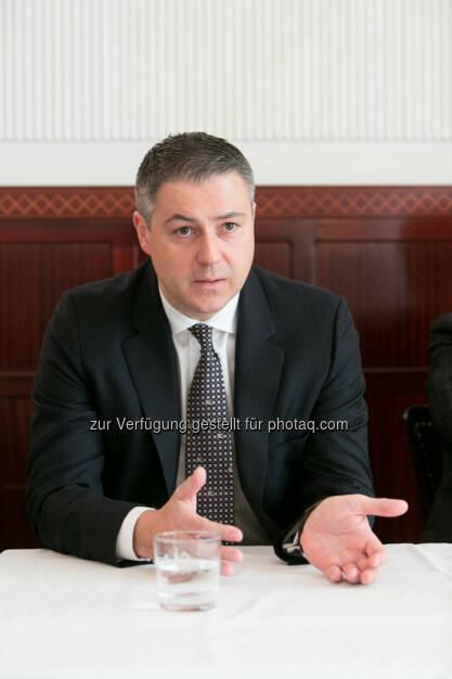 Oliver Schumy (Immofinanz), http://blog.immofinanz.com/de/2015/03/23/immofinanz-wollen-kontrolle-ueber-ca-immo-erlangen/ , © Martina Draper für Immofinanz (24.03.2015)
