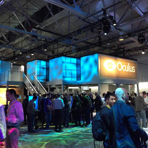 Virtual Reality dank Oculus Rift einmal selbst ausprobieren. Das kann man im Gebäude wo es Demos, Labs & Dev Garages gibt.- Facebook F8 2015 Teresa Hammerl, http://www.fillmore.at/lifestyle/das-war-mein-tag-auf-der-facebook-konferenz-f8/ (26.03.2015)
