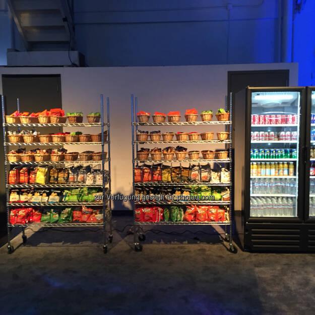 Snacks und Getränke kommen dank dieser Food Stationen nicht zu kurz - Teresa Hammerl, Facebook F8 2015 http://www.fillmore.at/lifestyle/das-war-mein-tag-auf-der-facebook-konferenz-f8/ (26.03.2015)