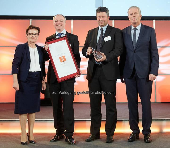 Mitterlehner zeichnete voestalpine mit Staatspreis Innovation 2015 aus (Bild: BMWFW/APA-Fotoservice/Preiss)