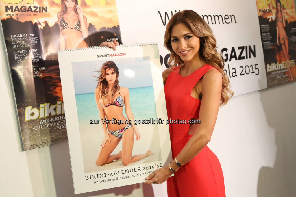 Ann-Kathrin Brömmel mit Sportmagazin Bikinikalender 2015, (Bild: Styria Multi Media Men GmbH), © Aussender (26.03.2015)