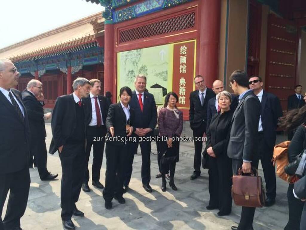 #China: Margit Fischer besichtigt mit 2 Bundesministern und Firmenvertretern die verbotene Stadt in Peking http://twitter.com/wko_aw/status/581367961384009729/photo/1  Source: http://twitter.com/wko_aw (27.03.2015)