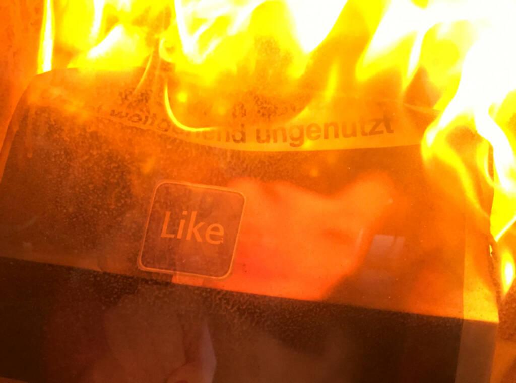 Like brennt Facebook (30.03.2015)
