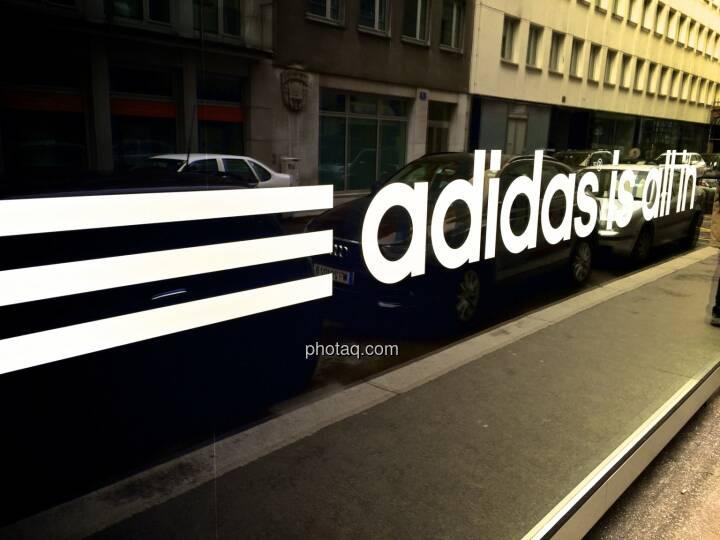 adidas is all in, Auslage, spiegeln