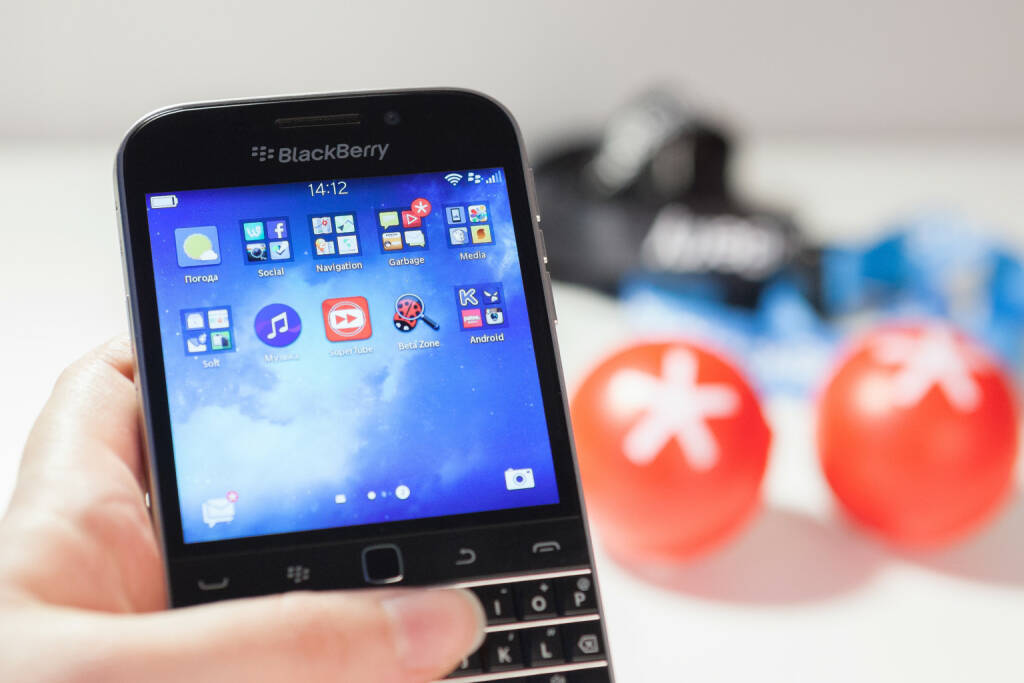 BlackBerry Classic, Smartphone, <a href=http://www.shutterstock.com/gallery-1459367p1.html?cr=00&pl=edit-00>Svetlana Dikhtyareva</a> / <a href=http://www.shutterstock.com/editorial?cr=00&pl=edit-00>Shutterstock.com</a>, © www.shutterstock.com (30.03.2015)