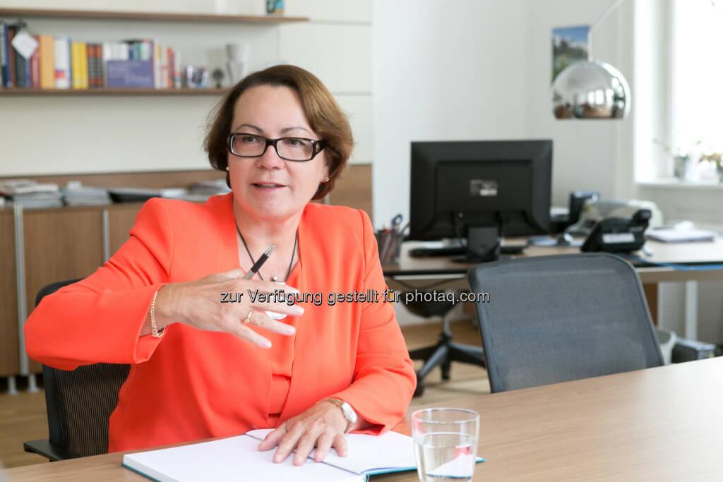 Karolina Offterdinger, Vorstand der OeKB Versicherung - Acredia Versicherung AG: Ägypten – OeKB Versicherung öffnet Deckung für Exporteure (Bild: OeKB Versicherung/Martina Draper), © Aussender (31.03.2015)