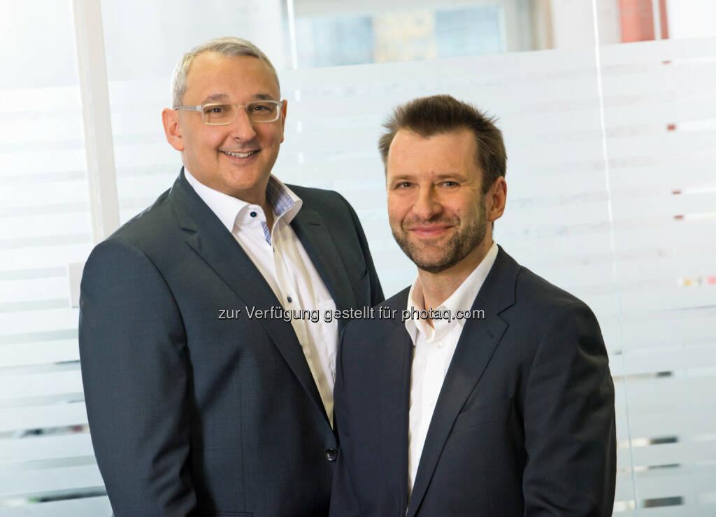 Thomas Lackner und Günther Weiß - HDI Versicherung AG investiert in umweltfreundliche Energie und nimmt Photovoltaik-Anlage am Dach der Unternehmenszentrale in Betrieb (Bild: Foto Wilke), © Aussendung (31.03.2015)