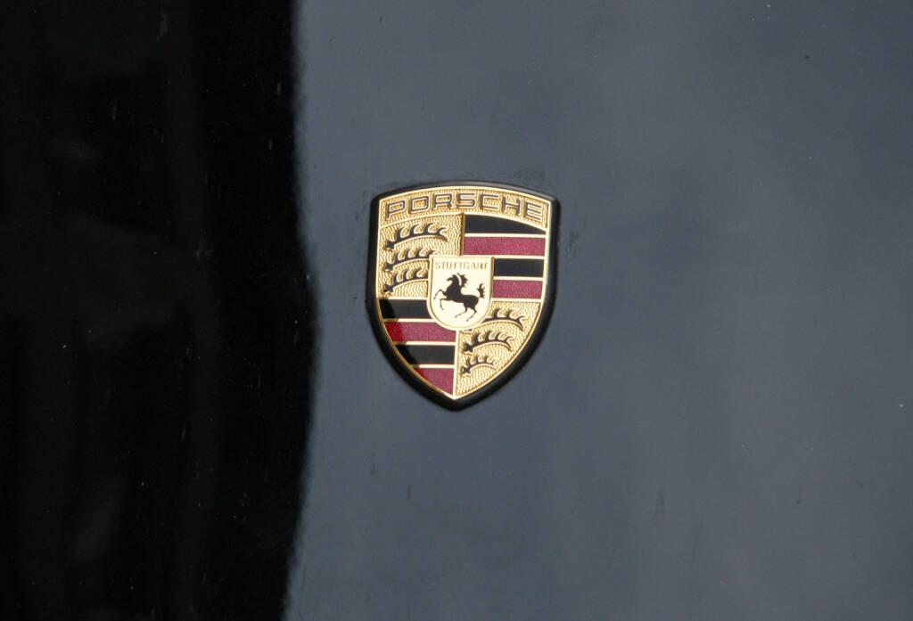 Porsche Logo <a href=http://www.shutterstock.com/gallery-320989p1.html?cr=00&pl=edit-00>360b</a> / <a href=http://www.shutterstock.com/editorial?cr=00&pl=edit-00>Shutterstock.com</a>, © www.shutterstock.com (01.04.2015)