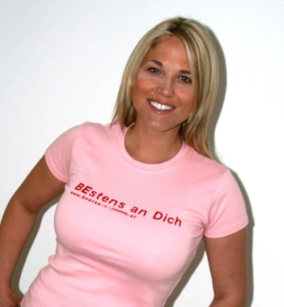 Bestens an Dich - Christina Weidinger im Shirt, © diverse Handypics mit freundlicher Genehmigung von photaq.com-Freunden (08.04.2015)