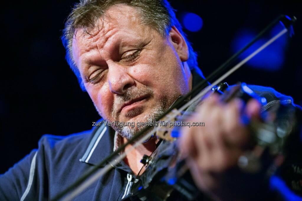 Zipflo Weinrich: Binderholz GmbH - FeuerWerk: Top Jazzmusiker gastieren in Fügen, © Aussender (08.04.2015)