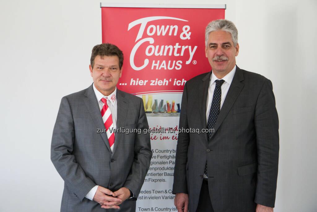 Manfred Fangmeyer, Geschäftsführer Town & Country Haus Österreich, Finanzminister Hans Jörg Schelling: Town & Country Haus: Finanzminister Schelling zu Gast bei Town & Country Haus, © Aussender (11.04.2015)
