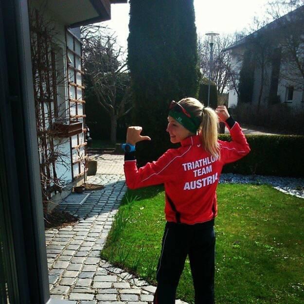 "Sandra Koblmüller: Yeah just got my team clothes... Proud of beeing part of the Austrian Triathlon Team ""grin""-Emoticon #swimbikerunforaustria #Salomon Running #Suunto #Sziols Sportsglasses #FitRABBIT bio sport drink #Runplugged #Granitland, © Diverse  (11.04.2015)"