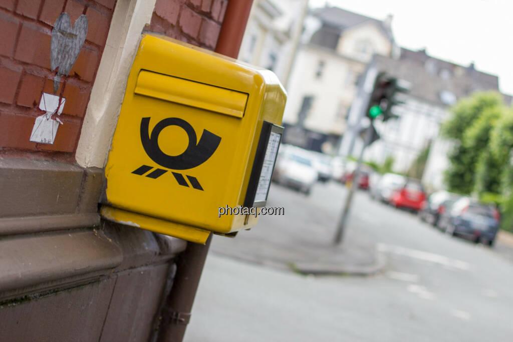 Briefkasten, Brief, Mailbox, Post, http://www.shutterstock.com/de/pic-145253551/stock-photo-german-mailbox.html (13.04.2015)