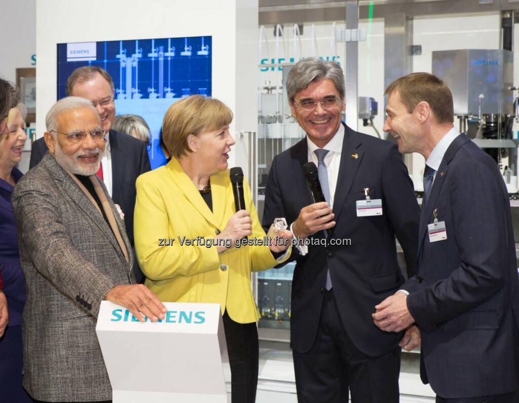 Bundeskanzlerin Angela Merkel und der indische Ministerpräsident Narendra Modi sprachen mit Siemens-Vorstand Joe Kaeser und Vorstandsmitglied Klaus Helmrich auf der Hannover Messe., © Aussender (14.04.2015)