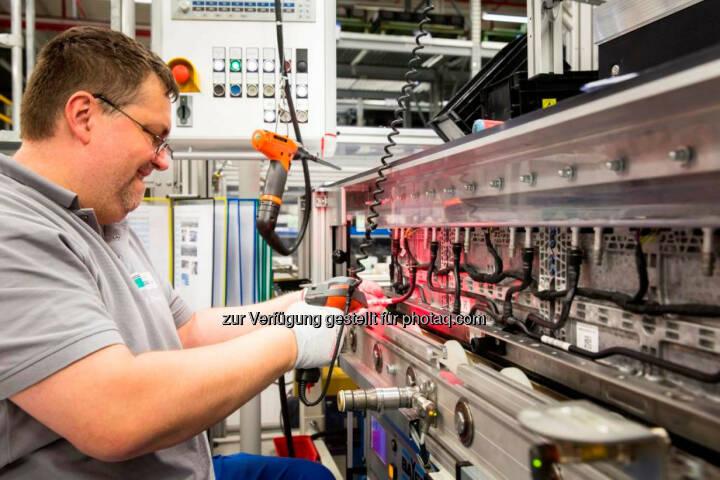 Daimler AG: Deutsche Accumotive stellt 140 Mitarbeiter ein.