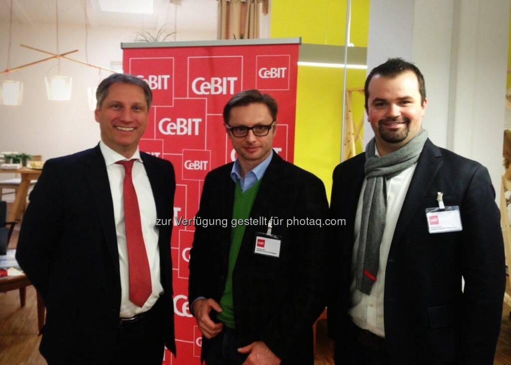 Frank Pörschmann, CeBIT-Chef und Vorstand der Deutschen Messe AG, mit wikifolio-Gründer Andreas Kern und Stefan Greunz, Head of Business Development bei wikifolio (21.02.2013)