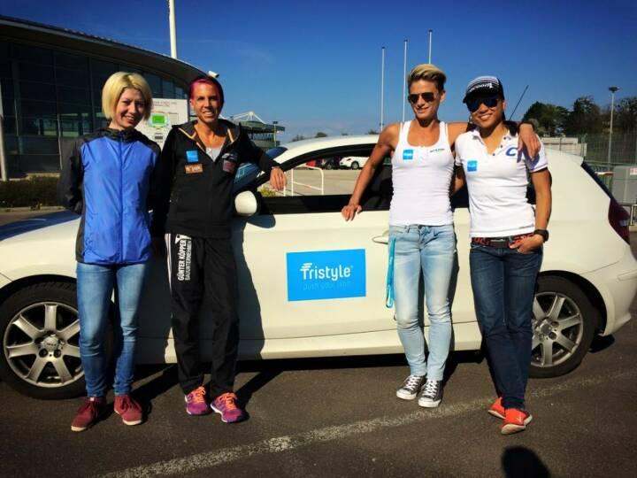 Mit Laura Ghelmez in der Staffel zum Rekord: Tristyle Runplugged Runners Conny Köpper, Elisabeth Niedereder, Annabelle-Mary Konczer